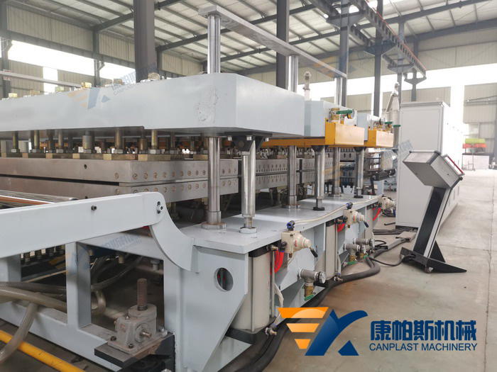 PP one mold double out building template production line